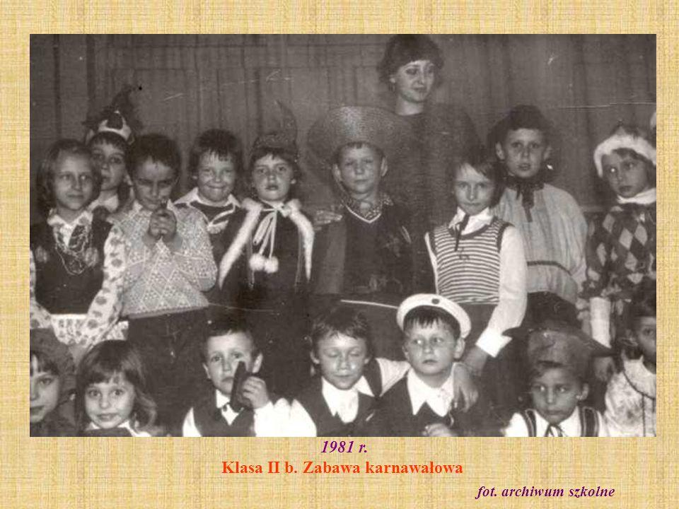 1982 r.Klasa II d (absolwenci z 1988 r. - kl. VIII c) z wychowawczynią Ewą Adamczyk fot.