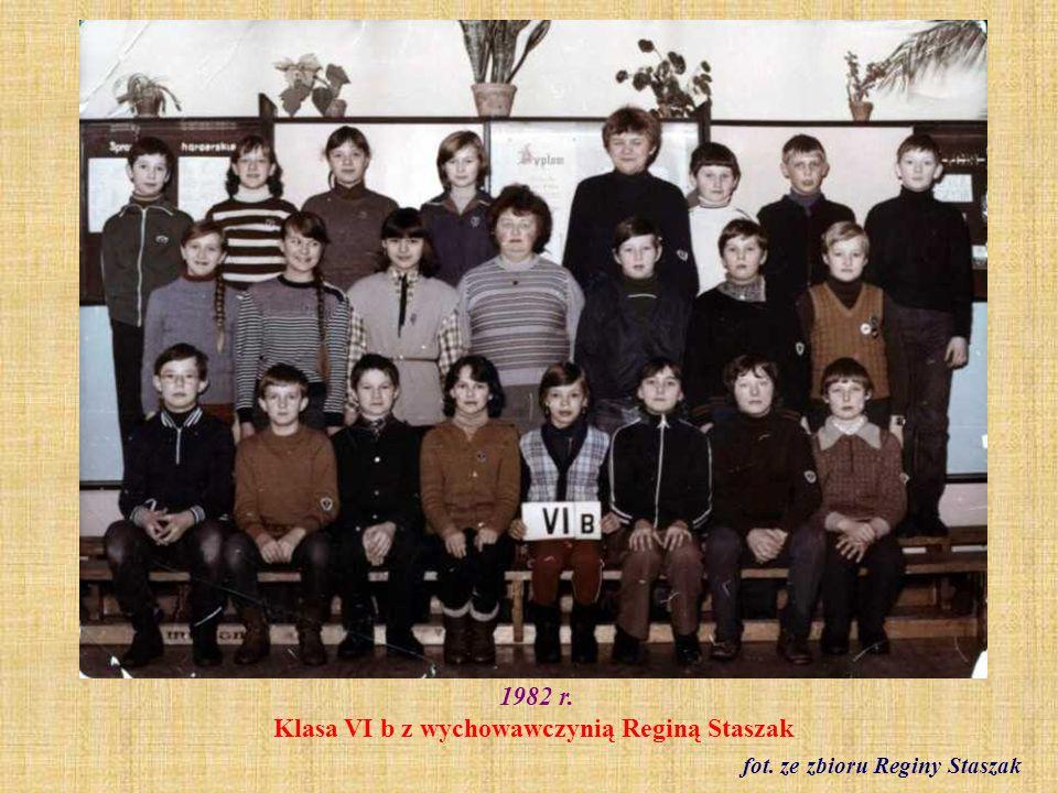 1982 r.Klasa VII a (absolwenci z 1983 r.) z wychowawczynią Elżbietą Laurentowicz fot.