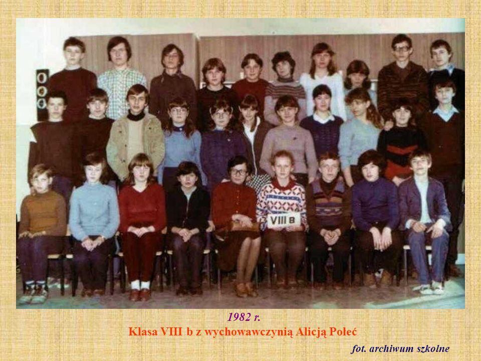 1983 r. Klasa VIII c z wychowawczynią Barbarą Modliszewską fot. ze zbioru Barbary Modliszewskiej