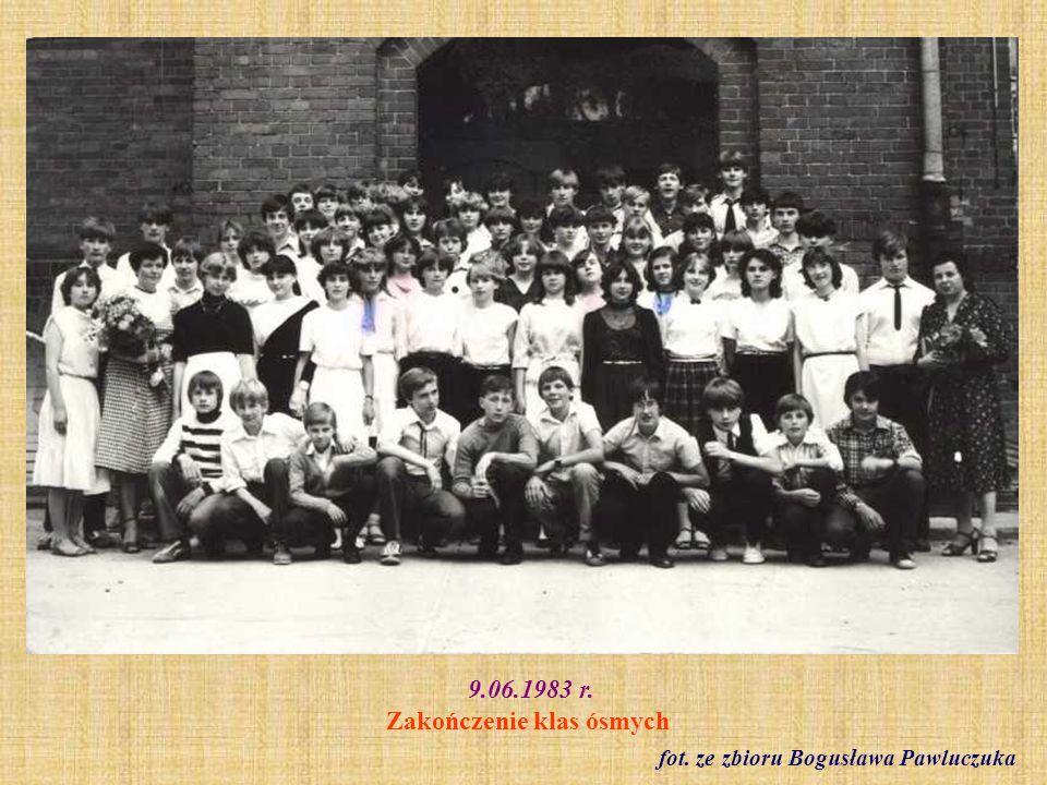 9.06.1983 r. Klasa VIII a - zakończenie szkoły fot. ze zbioru Bogusława Pawluczuka