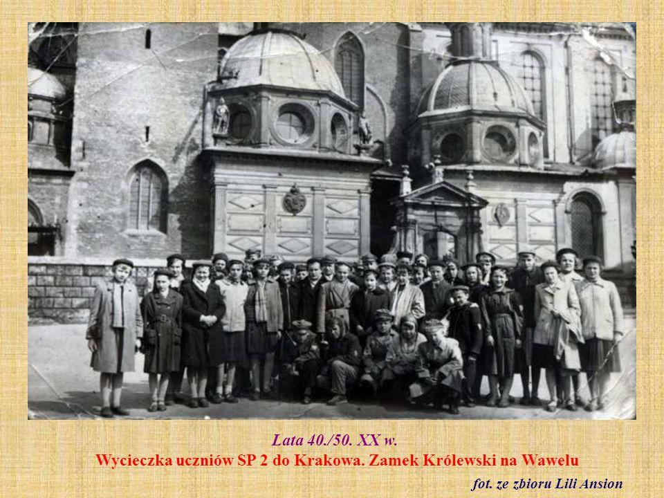 1950 r. Zakończenie roku szkolnego. Klasa VII fot. ze zbiorów Ireny Halagiery z d. Jurkun