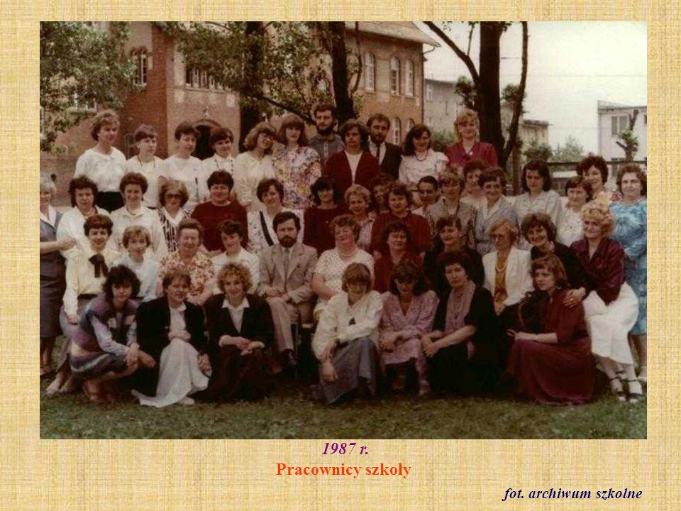 1988 r. Klasa VIII c podczas wycieczki do Warszawy fot. archiwum szkolne