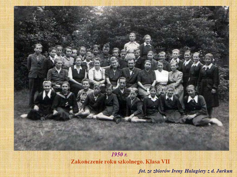 1952 r.Klasa VII z wychowawczynią Jadwigą Frank (absolwenci z 1953 r.) fot.