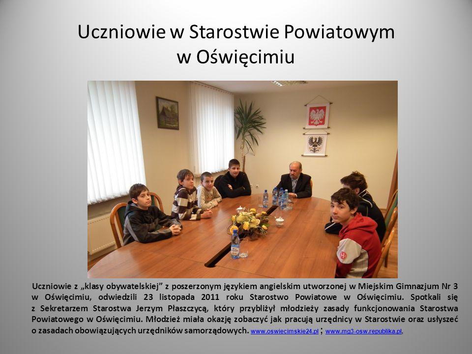 Uczniowie w Starostwie Powiatowym w Oświęcimiu Uczniowie z klasy obywatelskiej z poszerzonym językiem angielskim utworzonej w Miejskim Gimnazjum Nr 3 w Oświęcimiu, odwiedzili 23 listopada 2011 roku Starostwo Powiatowe w Oświęcimiu.