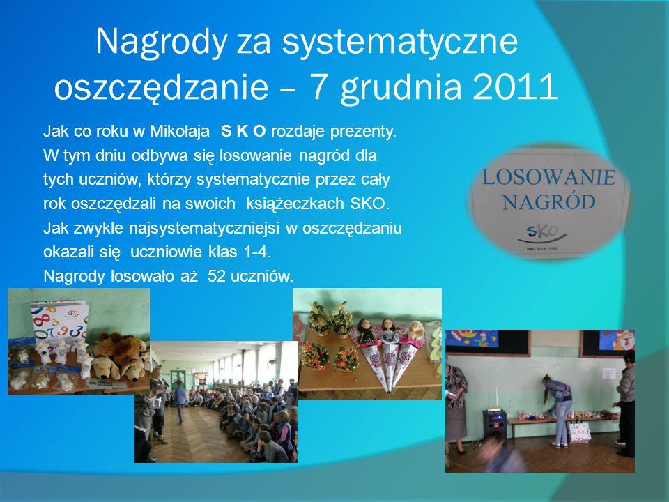 Nagrody za systematyczne oszczędzanie – 7 grudnia 2011 Jak co roku w Mikołaja S K O rozdaje prezenty.