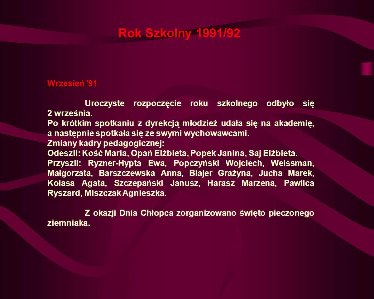 Kwiecień 91 Udział młodzieży w przeglądzie małych form teatralnych z przedstawieniem Piotruś Pan w reżyserii p.