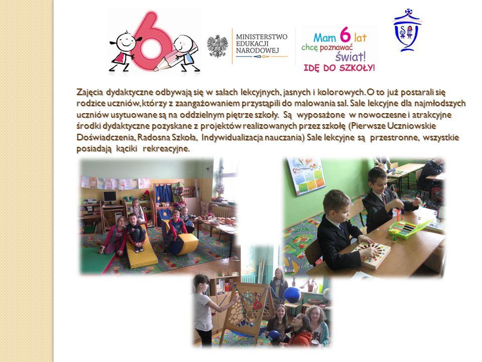 Zajęcia dydaktyczne odbywają się w salach lekcyjnych, jasnych i kolorowych. O to już postarali się rodzice uczniów, którzy z zaangażowaniem przystąpil