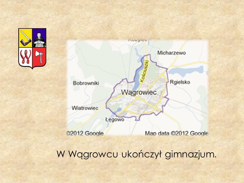 W Wągrowcu ukończył gimnazjum.