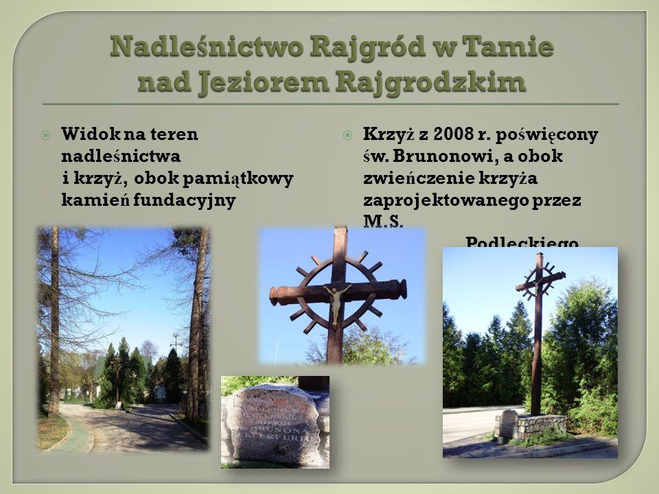 Widok na teren nadle ś nictwa i krzy ż, obok pami ą tkowy kamie ń fundacyjny Krzy ż z 2008 r.