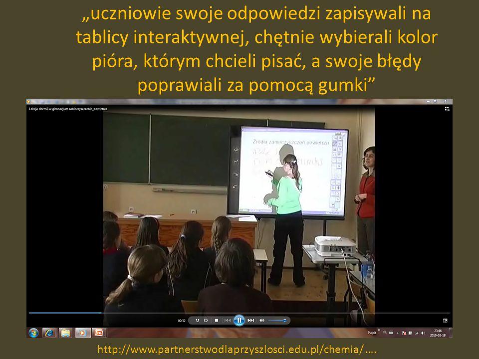 uczniowie swoje odpowiedzi zapisywali na tablicy interaktywnej, chętnie wybierali kolor pióra, którym chcieli pisać, a swoje błędy poprawiali za pomocą gumki http://www.partnerstwodlaprzyszlosci.edu.pl/chemia/ ….