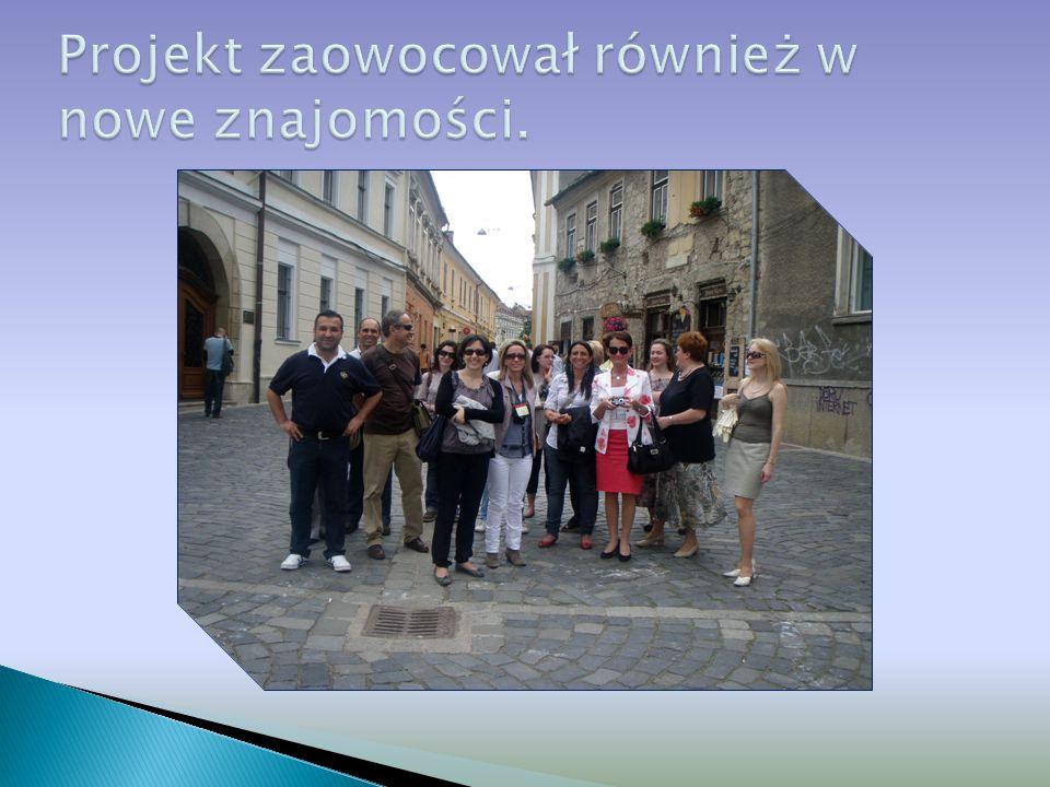 Pani dyrektor Mirosława Grzemba- Wojciechowska w towarzystwie dyrektora szkoły włoskiej oraz nauczycielek z tej samej placówki