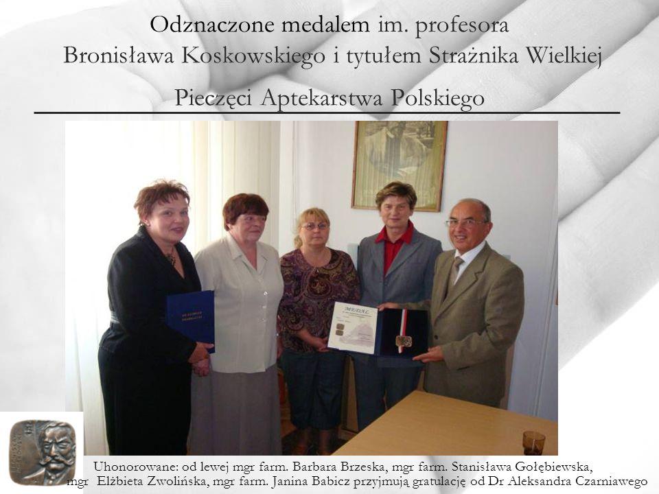 Odznaczone medalem im. profesora Bronisława Koskowskiego i tytułem Strażnika Wielkiej Pieczęci Aptekarstwa Polskiego Uhonorowane: od lewej mgr farm. B