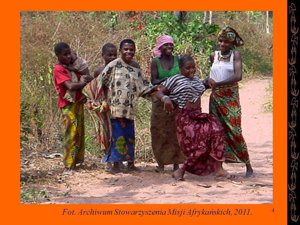 4 Zabawy dziewcząt Fot. Archiwum Stowarzyszenia Misji Afrykańskich, 2011.