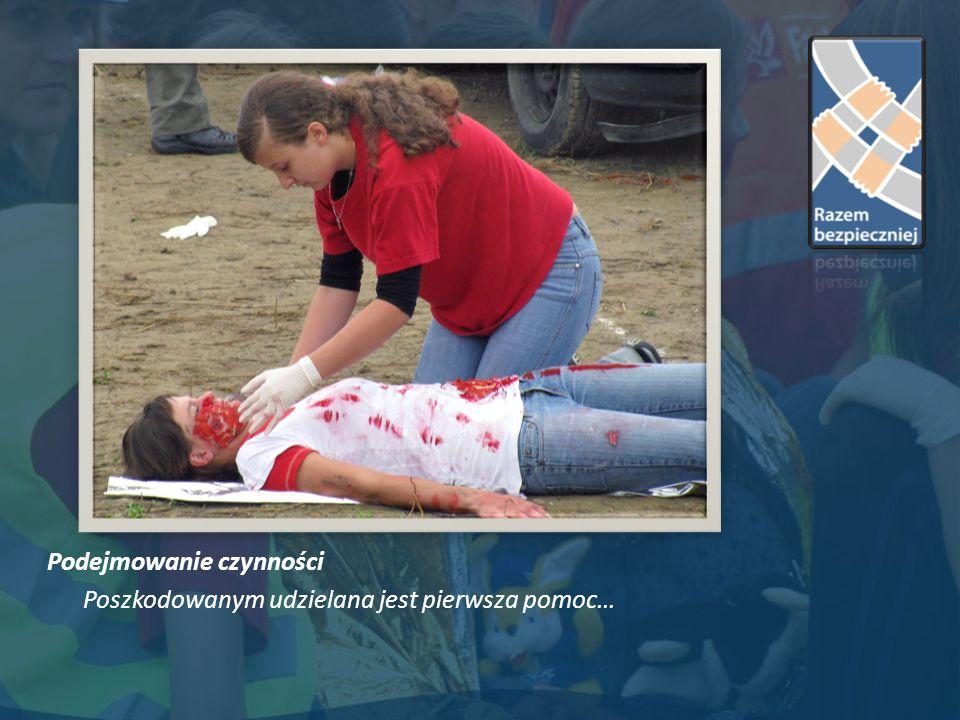 Podejmowanie czynności Poszkodowanym udzielana jest pierwsza pomoc…