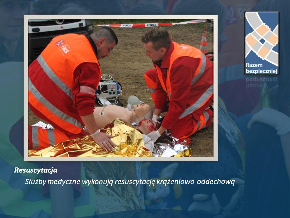 Resuscytacja Służby medyczne wykonują resuscytację krążeniowo-oddechową