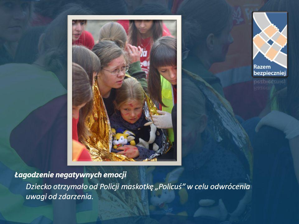 Łagodzenie negatywnych emocji Dziecko otrzymało od Policji maskotkę Policuś w celu odwrócenia uwagi od zdarzenia.
