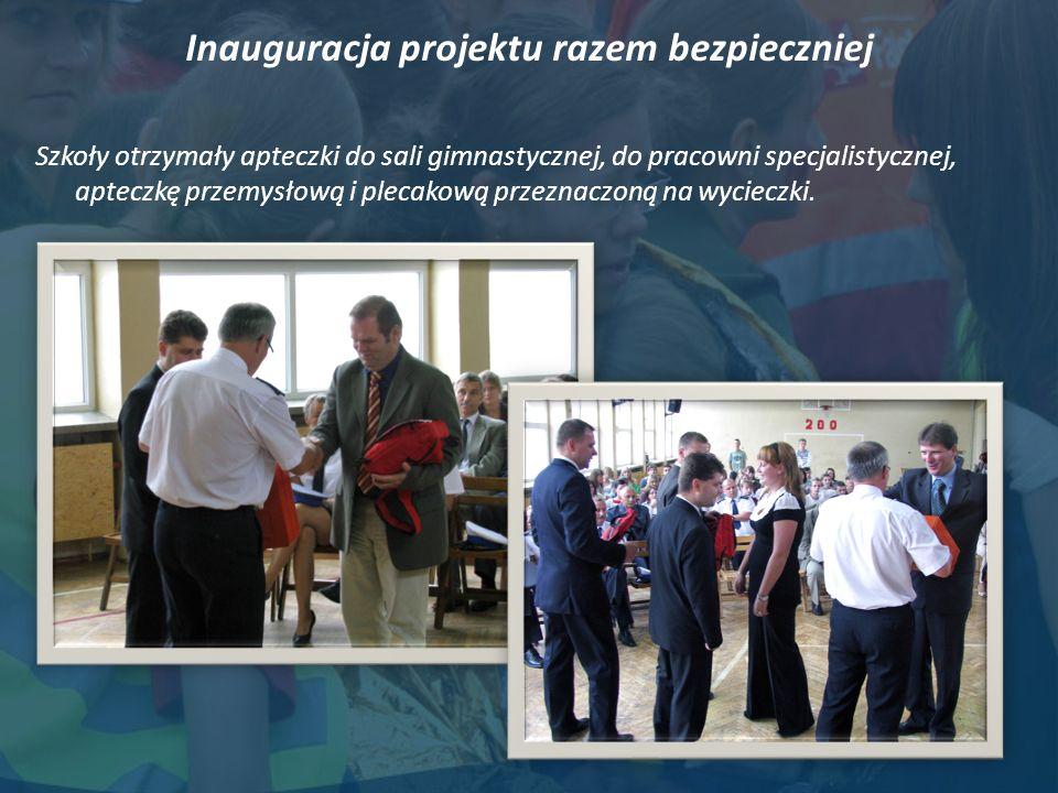 Inauguracja projektu razem bezpieczniej Szkoły otrzymały apteczki do sali gimnastycznej, do pracowni specjalistycznej, apteczkę przemysłową i plecakową przeznaczoną na wycieczki.