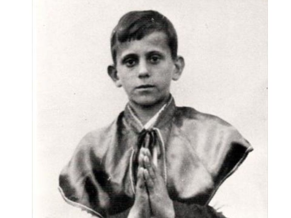 Popiełuszko był ministrantem i wyróżniał się głęboką religijnością.