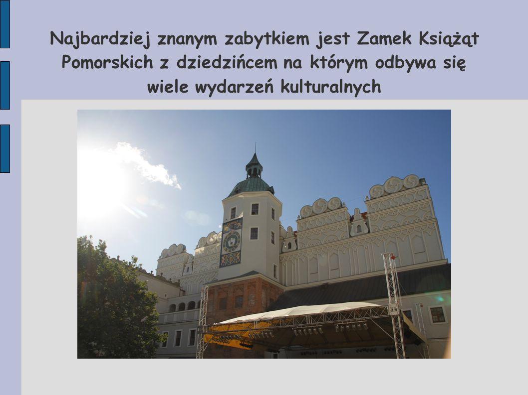 Najbardziej znanym zabytkiem jest Zamek Książąt Pomorskich z dziedzińcem na którym odbywa się wiele wydarzeń kulturalnych