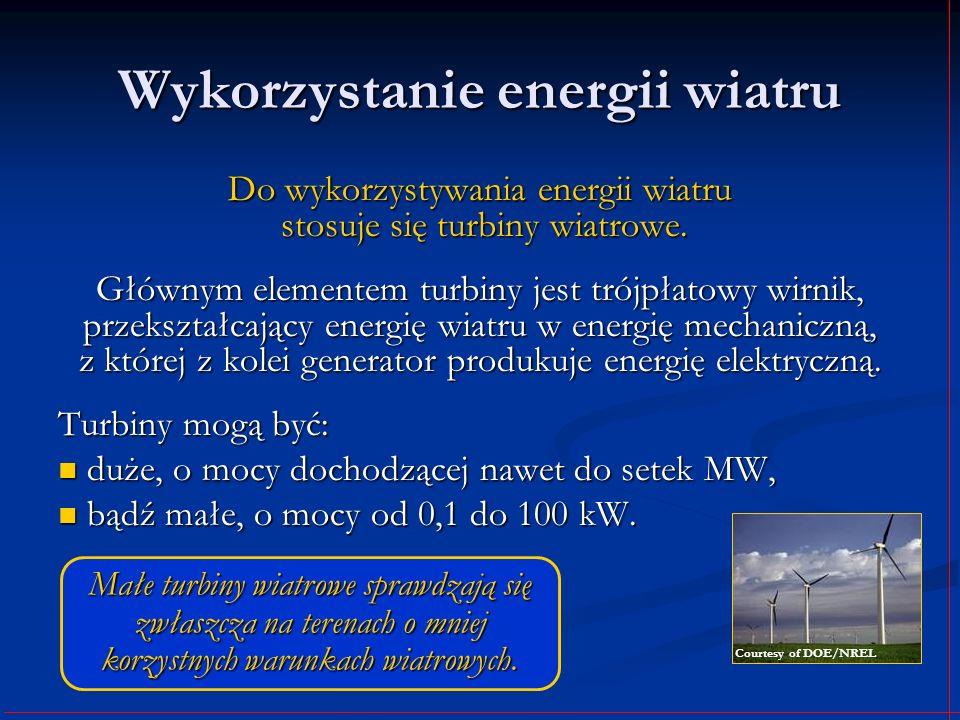 Wykorzystanie energii wiatru Do wykorzystywania energii wiatru stosuje się turbiny wiatrowe. Głównym elementem turbiny jest trójpłatowy wirnik, przeks