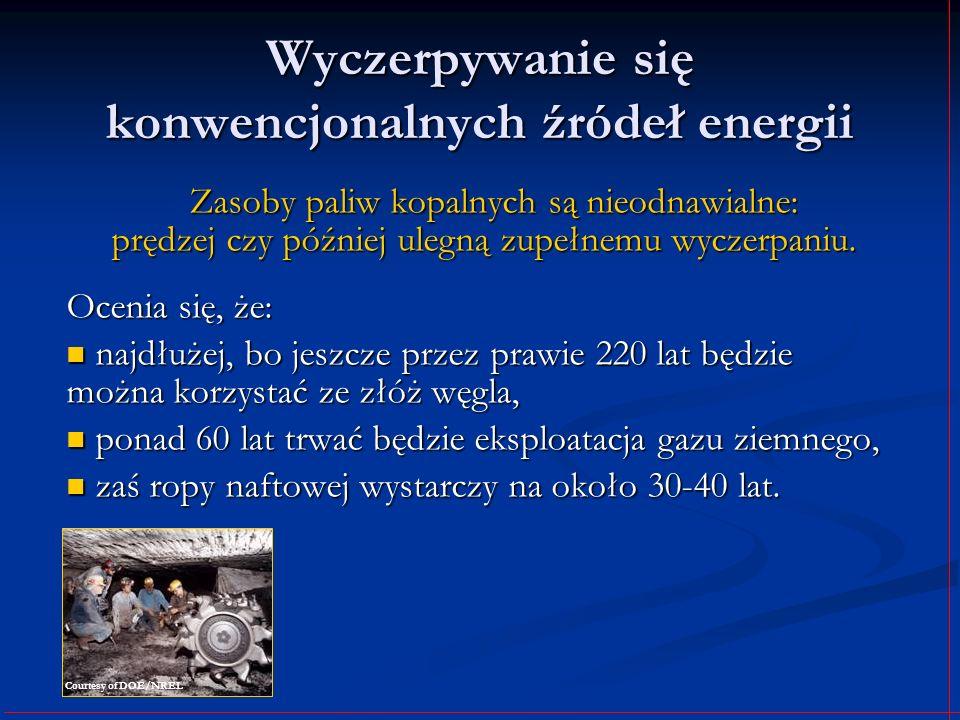 Warunki sprzyjające wykorzystaniu energii wiatru częste występowanie wiatru częste występowanie wiatru duża siła wiatru duża siła wiatru elektrownie wiatrowe pracują zazwyczaj przy wietrze wiejącym z prędkością od 5 do 25 m/s, prędkość od 15 do 20 m/s uznawana jest za optymalną, elektrownie wiatrowe pracują zazwyczaj przy wietrze wiejącym z prędkością od 5 do 25 m/s, prędkość od 15 do 20 m/s uznawana jest za optymalną, zbyt małe prędkości uniemożliwiają wytwarzanie energii elektrycznej o wystarczającej mocy, zbyt małe prędkości uniemożliwiają wytwarzanie energii elektrycznej o wystarczającej mocy, zbyt duże zaś – przekraczające 30 m/s – mogą doprowadzić do mechanicznych uszkodzeń wiatraka zbyt duże zaś – przekraczające 30 m/s – mogą doprowadzić do mechanicznych uszkodzeń wiatraka Courtesy of DOE/NREL