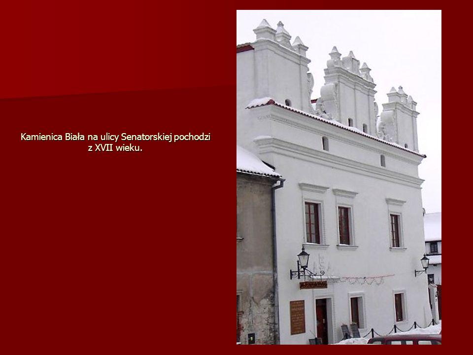 Kamienica Biała na ulicy Senatorskiej pochodzi z XVII wieku.