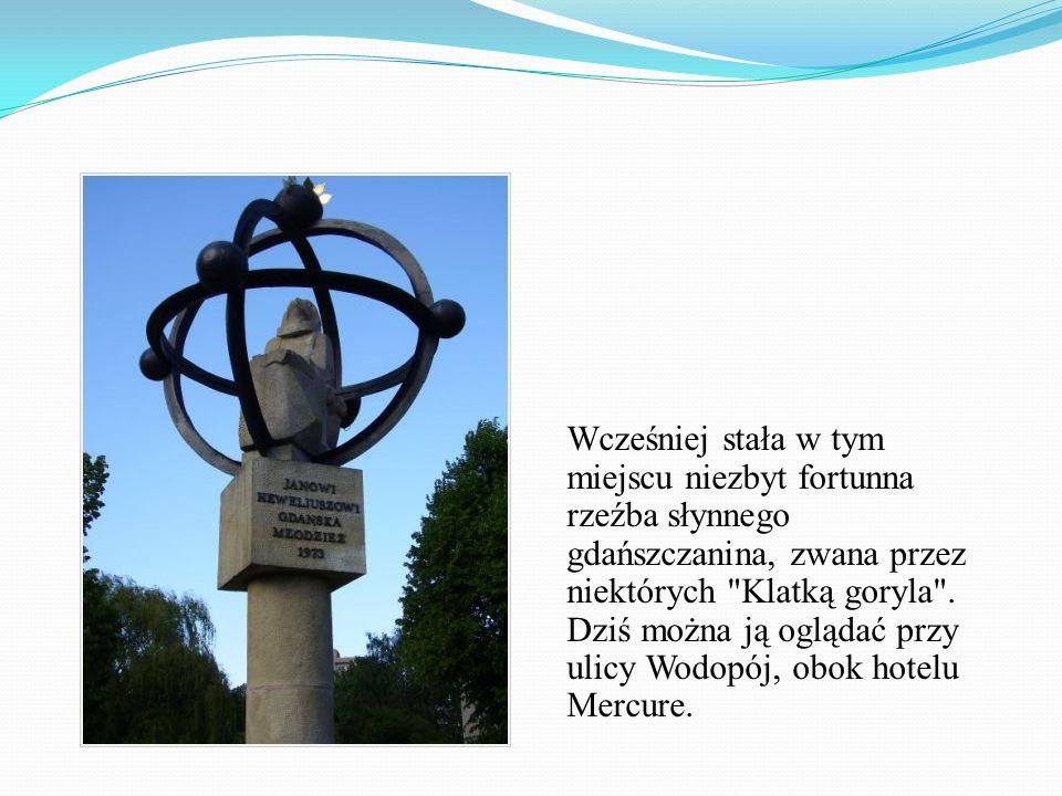 Wcześniej stała w tym miejscu niezbyt fortunna rzeźba słynnego gdańszczanina, zwana przez niektórych