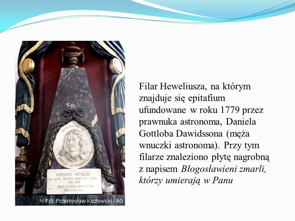 Filar Heweliusza, na którym znajduje się epitafium ufundowane w roku 1779 przez prawnuka astronoma, Daniela Gottloba Dawidssona (męża wnuczki astronom