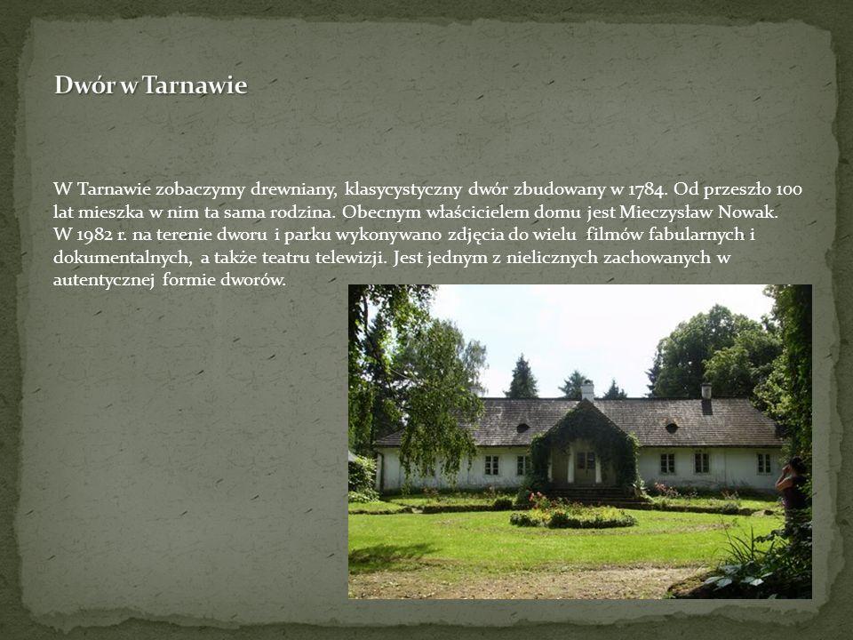 W Tarnawie zobaczymy drewniany, klasycystyczny dwór zbudowany w 1784. Od przeszło 100 lat mieszka w nim ta sama rodzina. Obecnym właścicielem domu jes