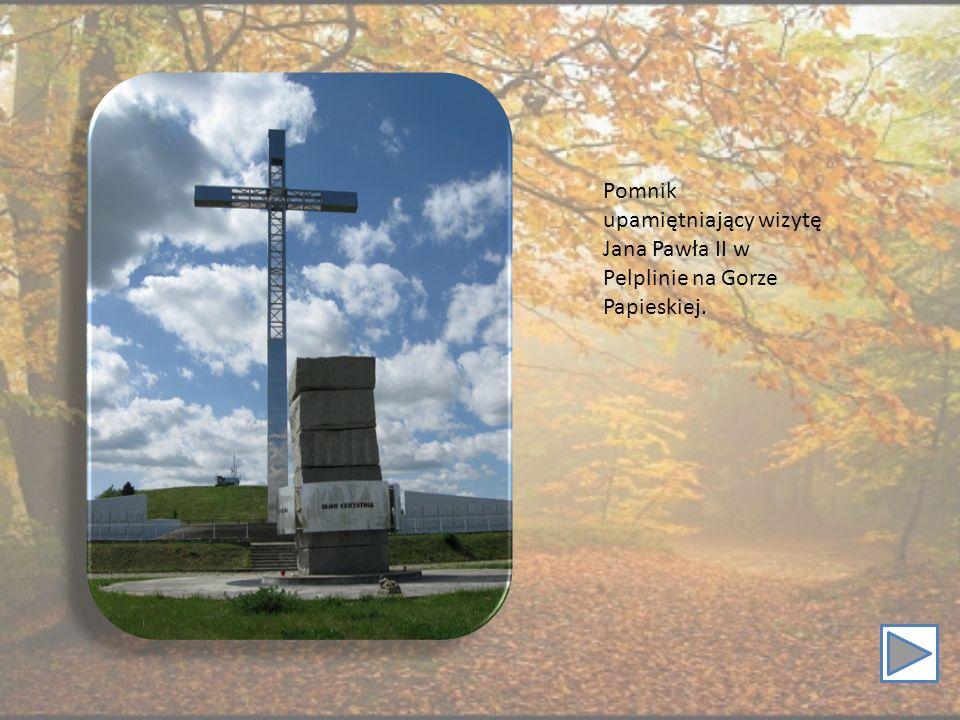 Pomnik upamiętniający wizytę Jana Pawła II w Pelplinie na Gorze Papieskiej.