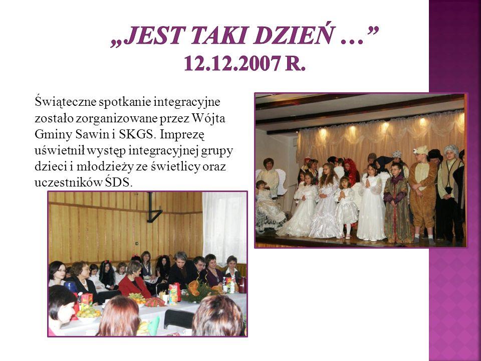 Świąteczne spotkanie integracyjne zostało zorganizowane przez Wójta Gminy Sawin i SKGS. Imprezę uświetnił występ integracyjnej grupy dzieci i młodzież