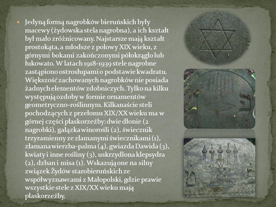 Jedyną formą nagrobków bieruńskich były macewy (żydowska stela nagrobna), a ich kształt był mało zróżnicowany. Najstarsze mają kształt prostokąta, a m