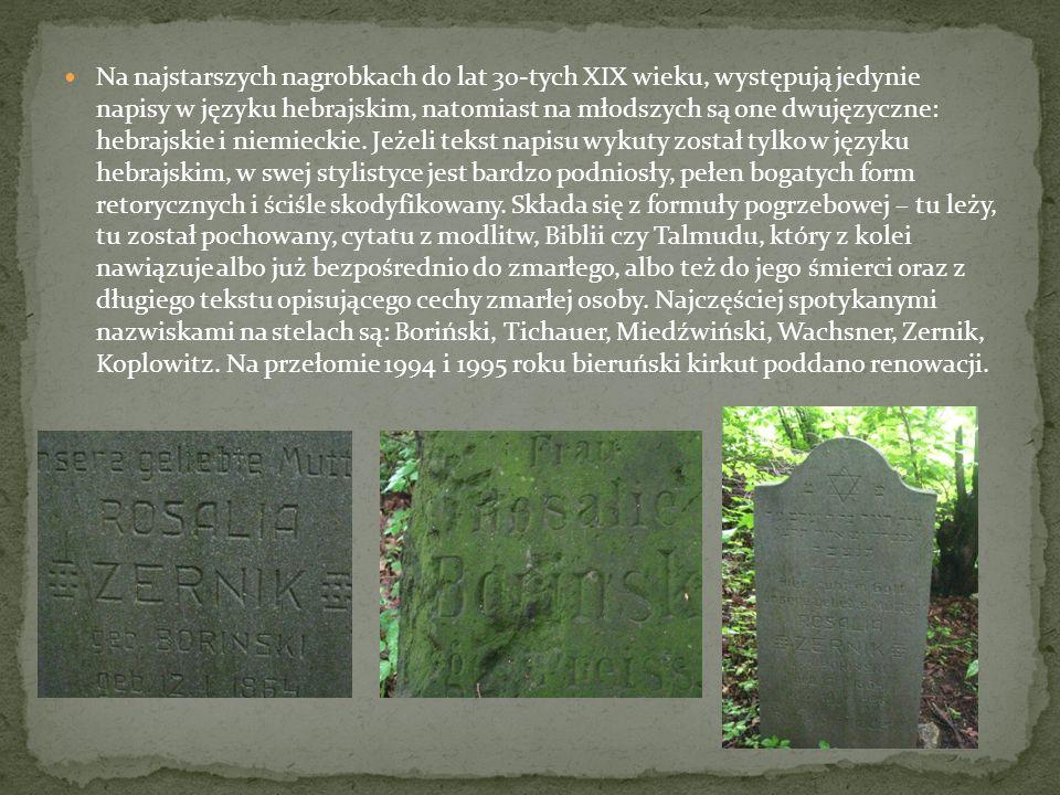 Na najstarszych nagrobkach do lat 30-tych XIX wieku, występują jedynie napisy w języku hebrajskim, natomiast na młodszych są one dwujęzyczne: hebrajsk