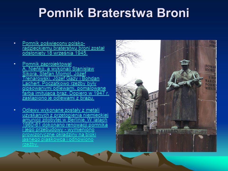 Pomnik Braterstwa Broni Pomnik poświęcony polsko- radzieckiemu braterstwu broni został odsłonięty 18 września 1945.18 września1945 Pomnik zaprojektowa