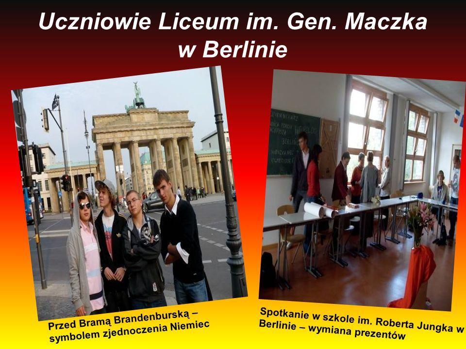 Uczniowie Liceum im. Gen. Maczka w Berlinie Przed Bramą Brandenburską – symbolem zjednoczenia Niemiec Spotkanie w szkole im. Roberta Jungka w Berlinie