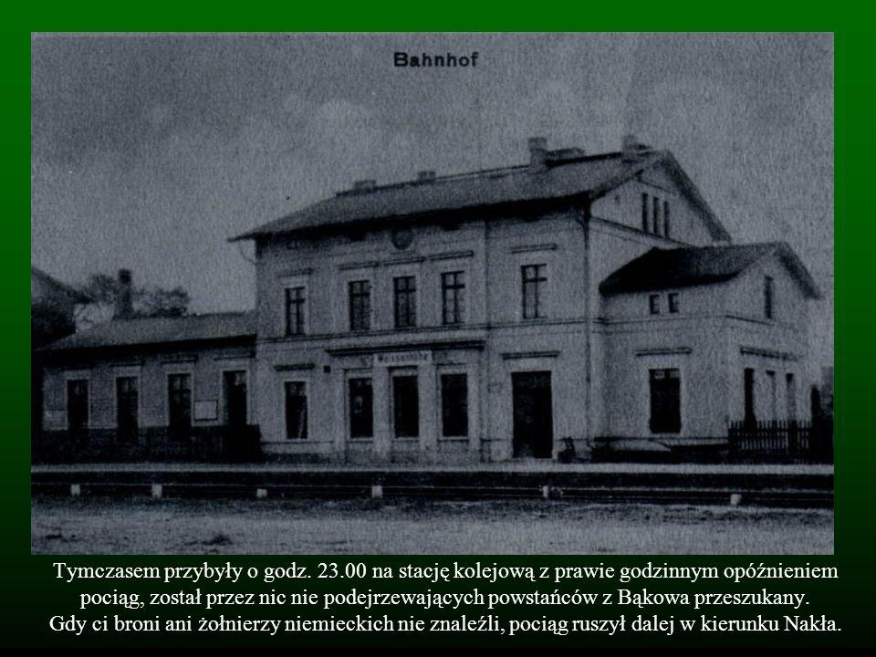 Tymczasem przybyły o godz. 23.00 na stację kolejową z prawie godzinnym opóźnieniem pociąg, został przez nic nie podejrzewających powstańców z Bąkowa p