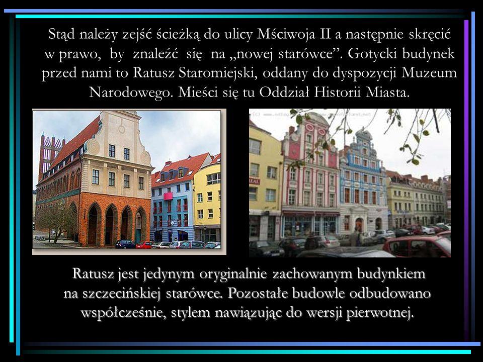 Dalej szlak wiedzie przez ulicę Grodzką, prowadzącą do pomarańczowego budynku - Kamienicy Loitzów.