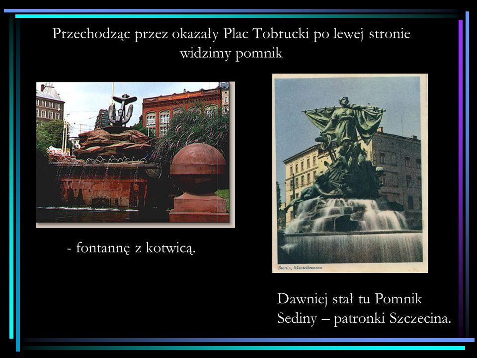 Przechodząc przez okazały Plac Tobrucki po lewej stronie widzimy pomnik - fontannę z kotwicą.