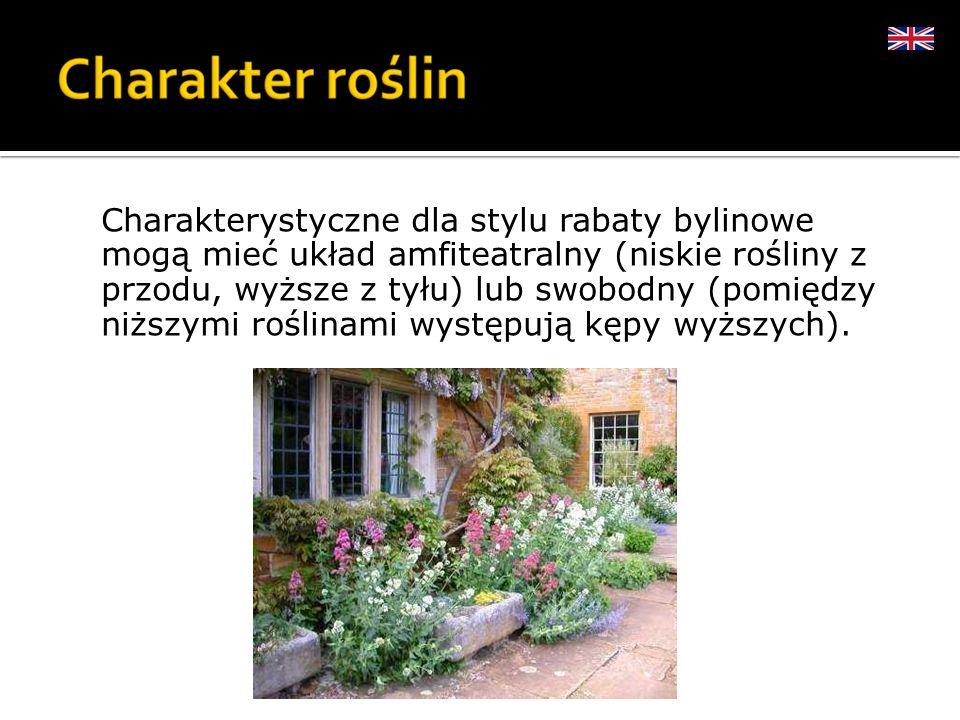 Charakterystyczne dla stylu rabaty bylinowe mogą mieć układ amfiteatralny (niskie rośliny z przodu, wyższe z tyłu) lub swobodny (pomiędzy niższymi roś