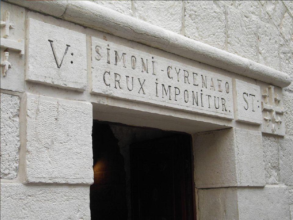 Stacja IV Płaskorzeźba nad wejściem do kaplicy przedstawia spotkanie Jezusa z Matką.