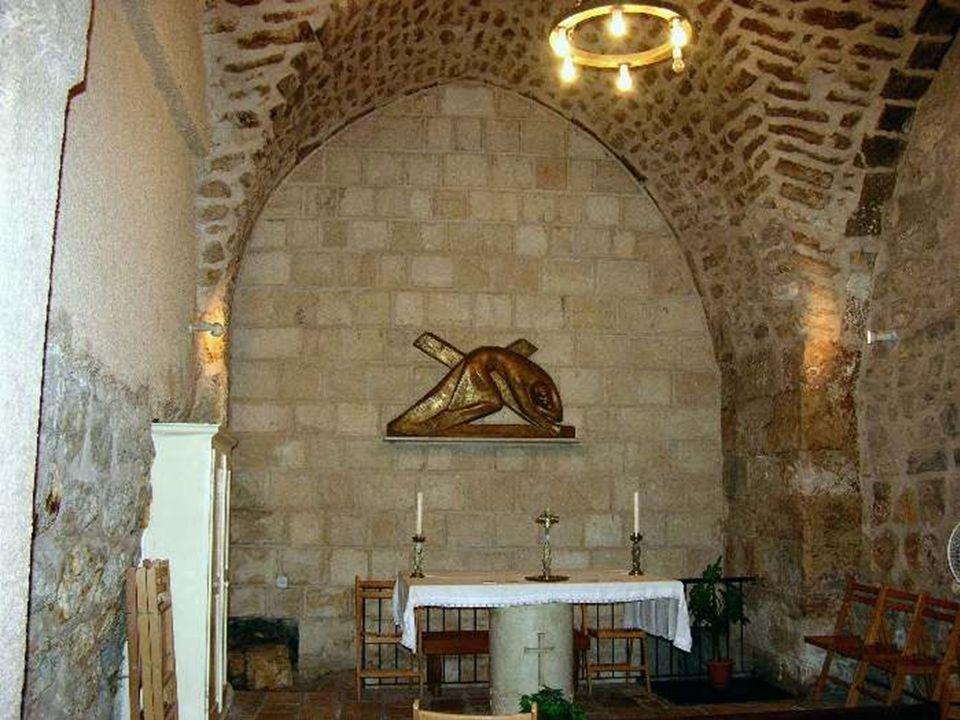 Stacja VI Weronika ociera twarz Jezusa Weronika kobieta z Jerozolimy, która niosącemu krzyż Chrystusowi podała chustę do otarcia twarzy, na której mia