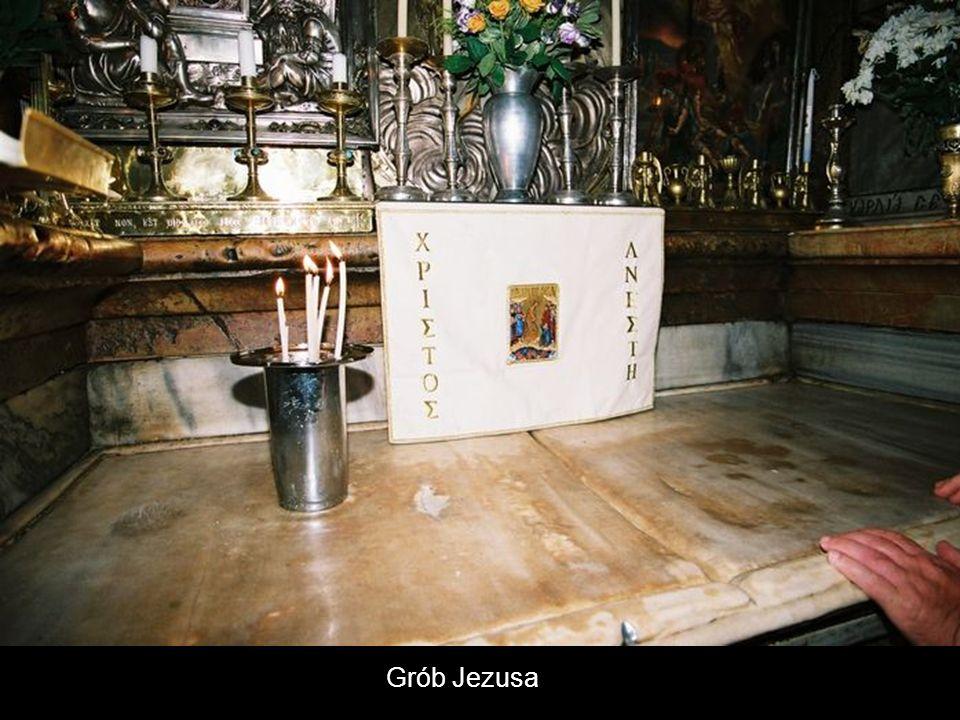 Kaplica Anioła Fragmentem kamienia którym zastawiono wejście do grobu.