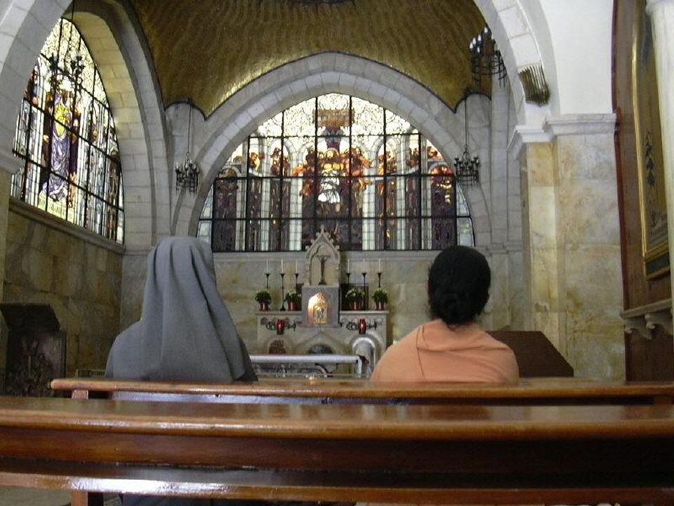 Kaplica Adama znajduje się tuż pod kaplicą grecką na Golgocie.