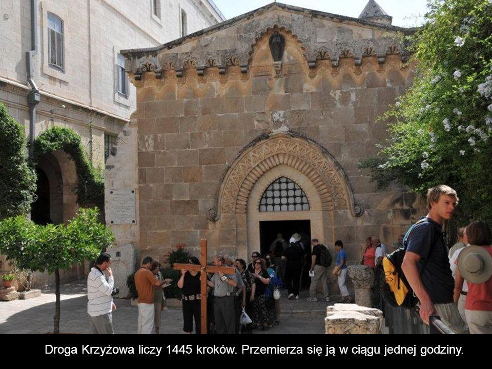 Stacja II. Zbudowana w XII wieku Kaplica Biczowania