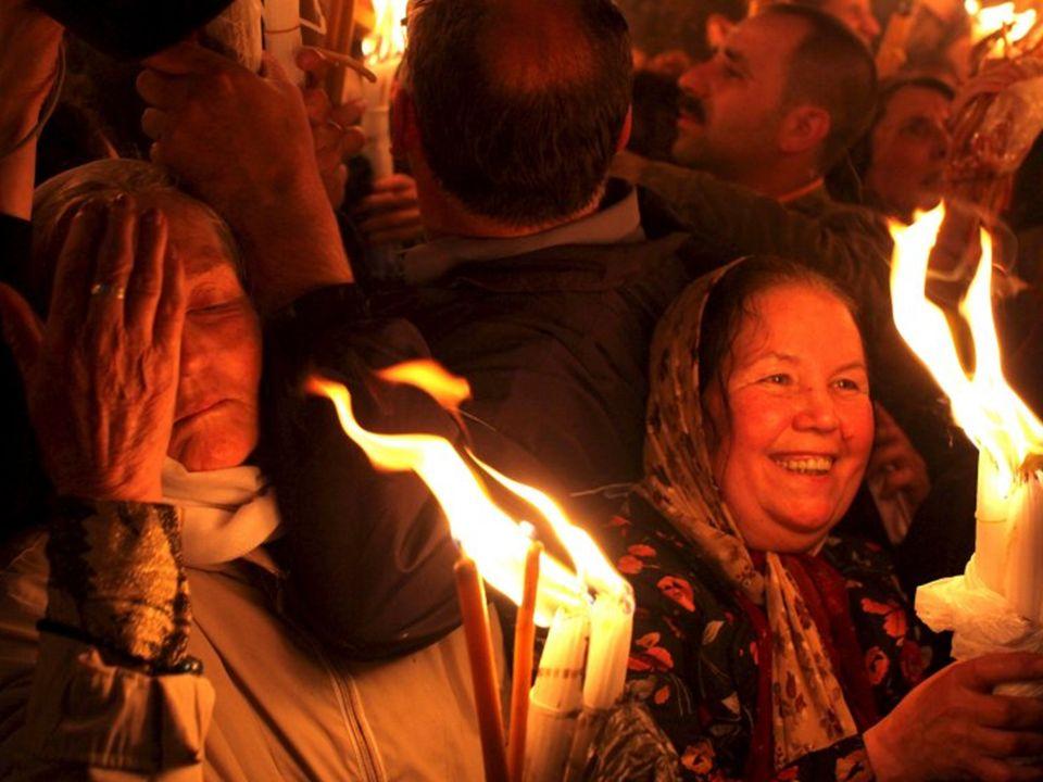 Specyfika cudu, według wiernych Kościoła Prawosławnego, polega na fakcie, iż przez pewien okres czasu ogień zupełnie nie parzy i pielgrzymi mogą