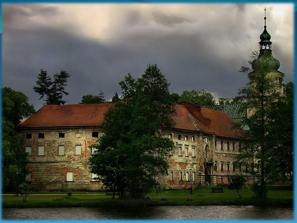 Spis treści: Mapa Rud… Historia Historia cd… Zespół pałacowo- klasztorowy Ruiny … Kolejka… Kościół… Park F!gurki… ;) Przyroda Podsumowanie….