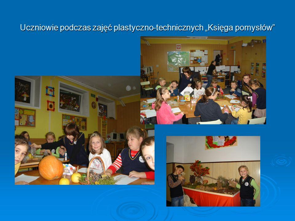 Uczniowie podczas zajęć plastyczno-technicznych Księga pomysłów