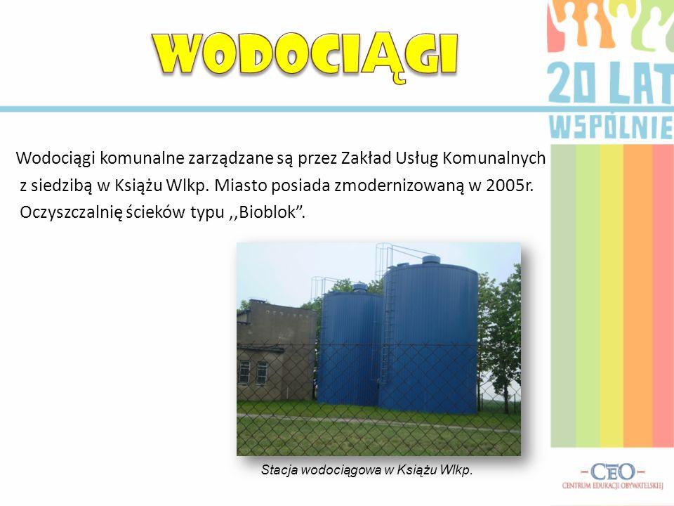Wodociągi komunalne zarządzane są przez Zakład Usług Komunalnych z siedzibą w Książu Wlkp. Miasto posiada zmodernizowaną w 2005r. Oczyszczalnię ściekó