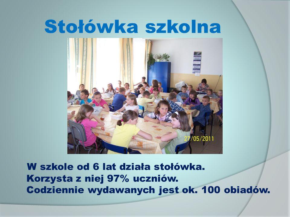 Stołówka szkolna W szkole od 6 lat działa stołówka.