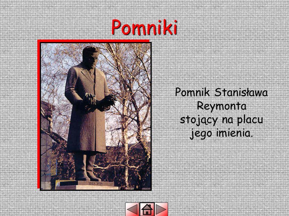 Pomniki Pomnik Józefa Piłsudskiego przed Łódzkim Domem Kultury.